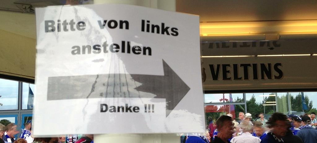 Verwirrspiel am Bierstand (gesehen an der Arena auf Schalke)